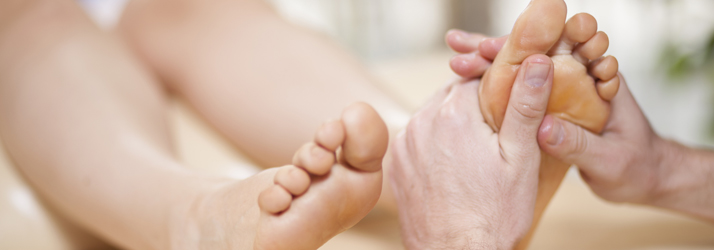 neuropathy signs and symptoms foot pain