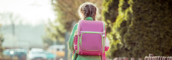 chiropractor discusses proper child backpacks
